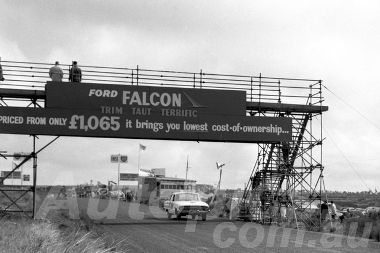 62753 - Ken Harper / John Reaburn & Syd Fisher -  Falcon XL - 1962 Armstrong 500 Phillip Island  - Photographer Peter D'Abbs