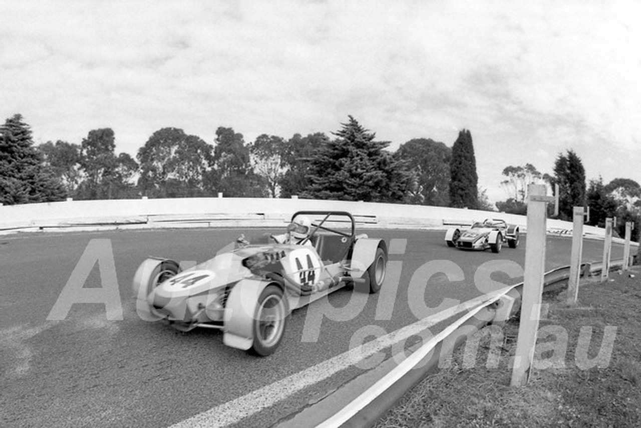 77181 - James Bidstrup, ASP  Clubman - Sandown - 17th April 1977 - Photographer Peter D'Abbs