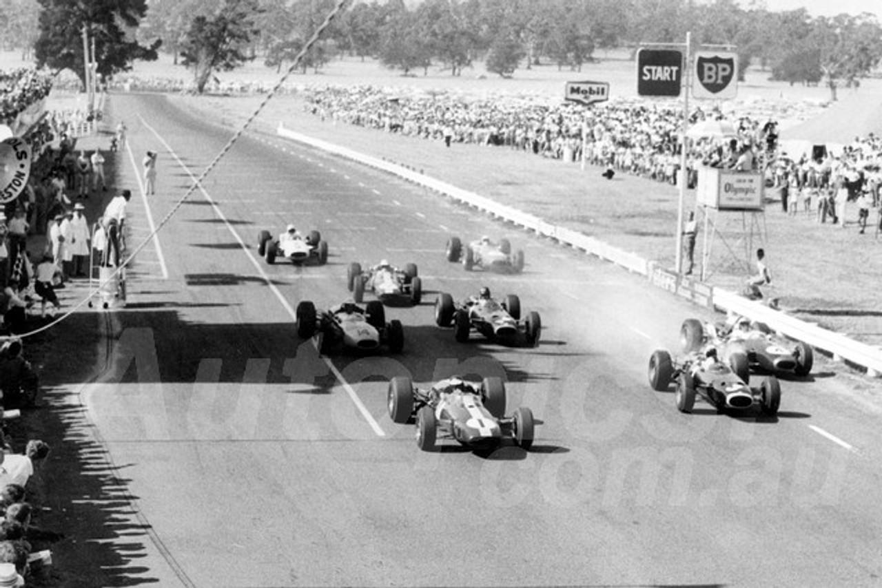 66308 - The Start of Longford 1966 Tasman Series