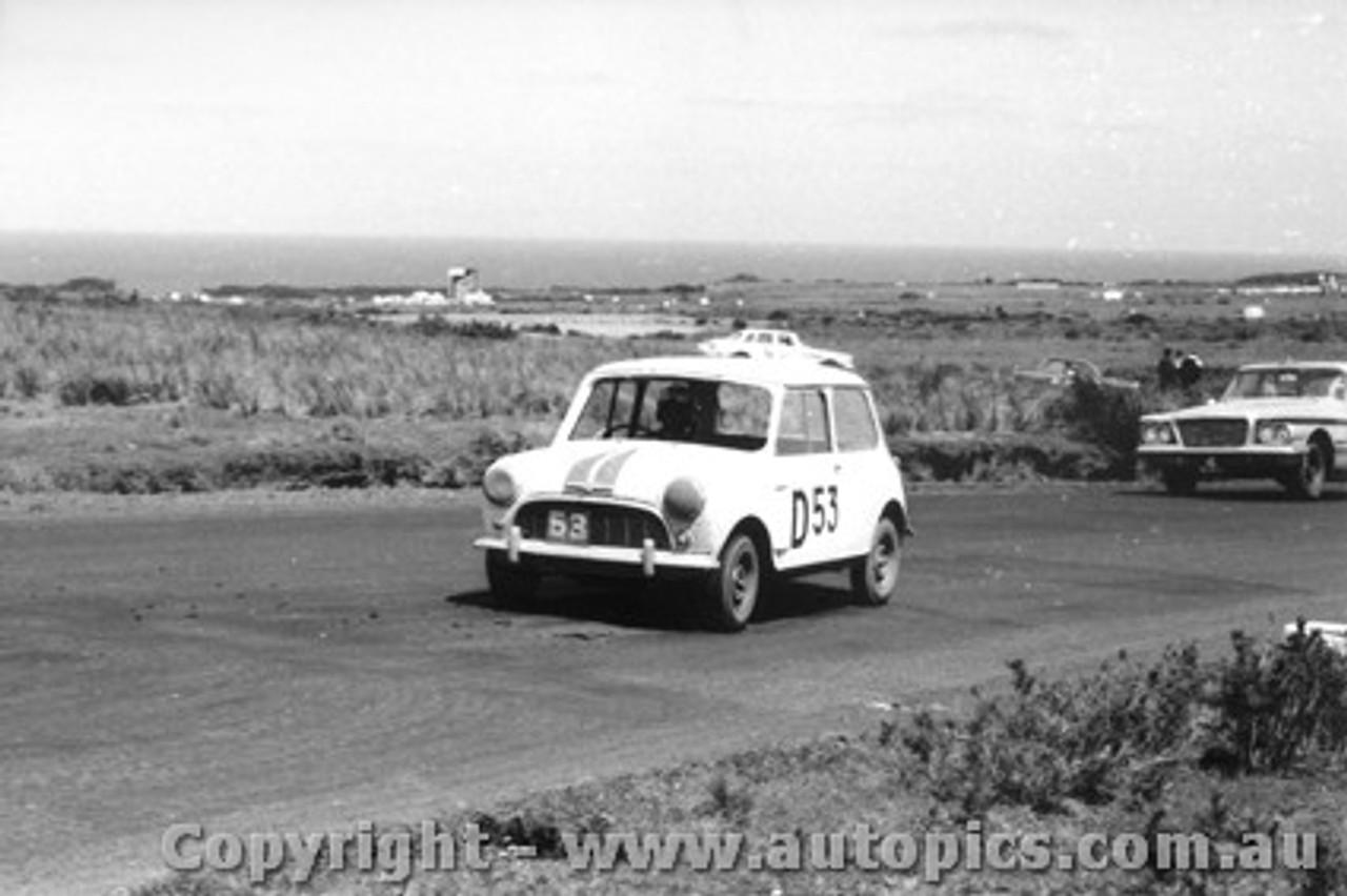 62723 - C. Van Praag / S. Grevett  - Morris 850 Sports - Armstrong 500 - Phillip Island 1962