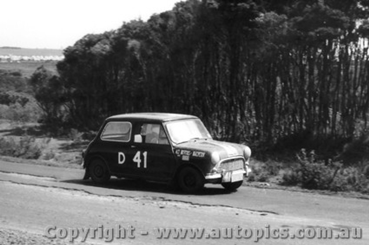 62725 -   Waite / Macrow / Tresise  - Morris 850 Sports - Armstrong 500 - Phillip Island 1962