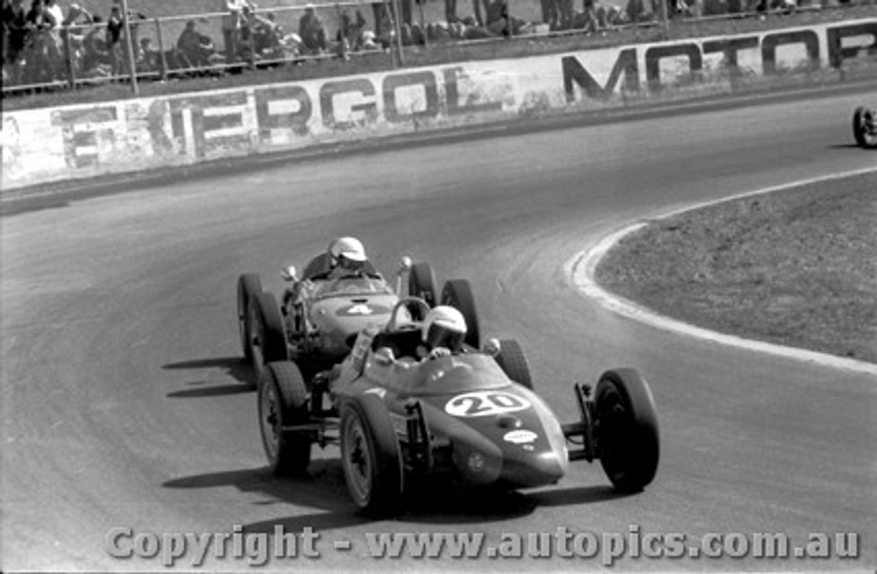 70556 - G. Mackie Elfin Formula Vee / A. Revell Standfast Vee  - Oran Park 9/8/1970
