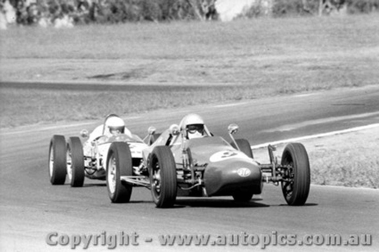 70565 - John Moxon Moxon Vee - Oran Park 12th April 1970