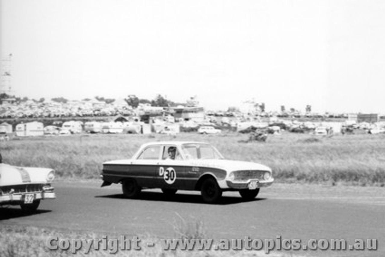 60740 - Bob Jane /  L. Molina  Ford Falcon XK - Armstrong 500 Phillip Island 1960