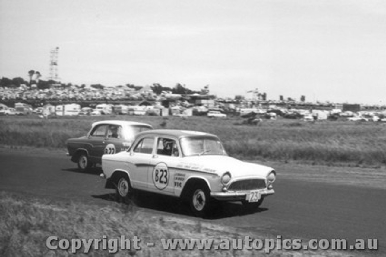 60742 - J. Nougher / L. Marsh and R. Brown / M. Lempriere  Simca Aronde    Armstrong 500 Phillip Island 1960