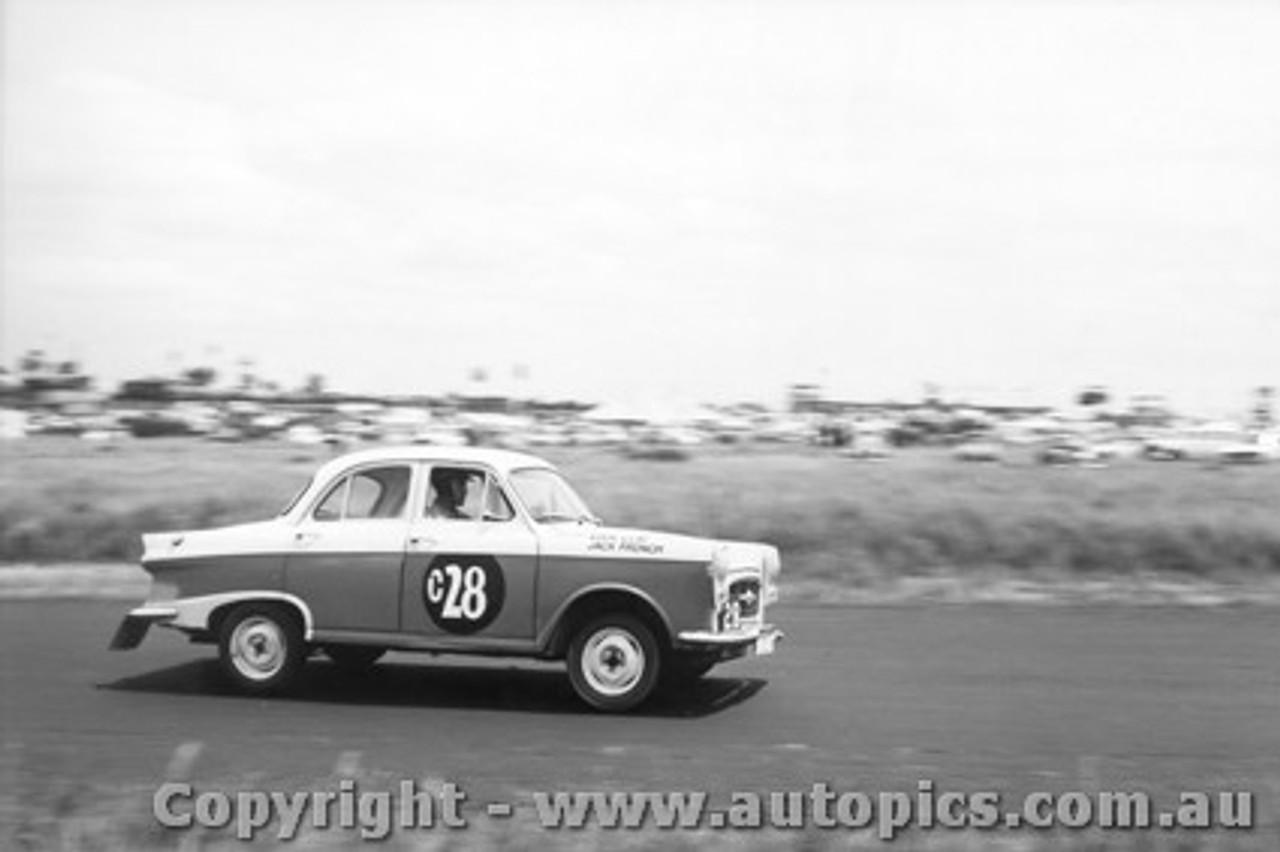 61726 - E. Gray / Jack French   Morris Major   - Armstrong 500 Phillip Island 1961