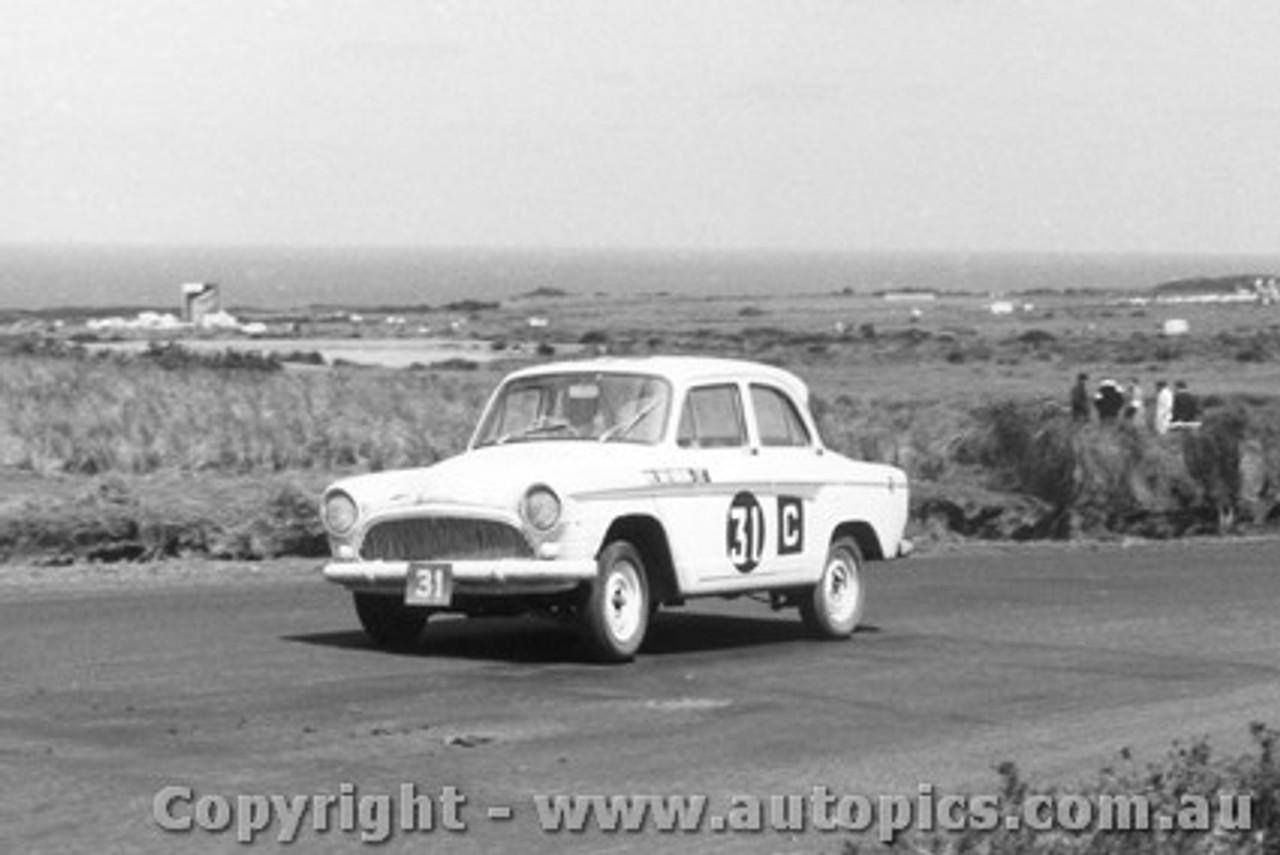 62742 - J. Eiffeltower / L. Marsh / V. Curtin  - Simca - Armstrong 500 - Phillip Island 1962