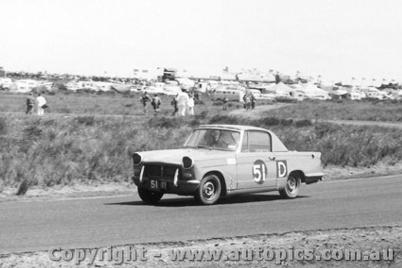 62748 -  Hoot Gibson / P. England / J. Madden  - Triumph Herald  - Armstrong 500 - Phillip Island 1962