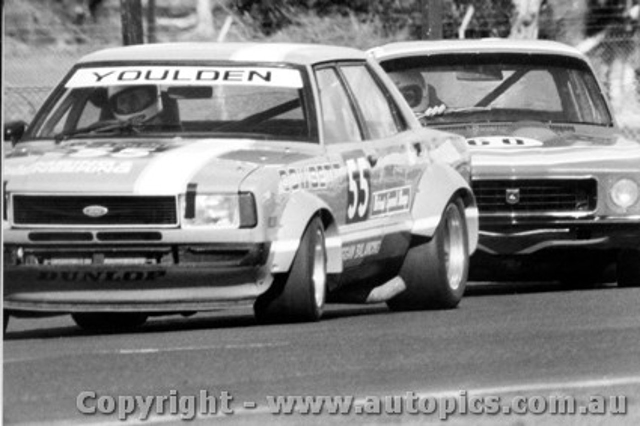 79030 - L. Youlden Ford and  Ron King Holden Torana  - Sandown  1979