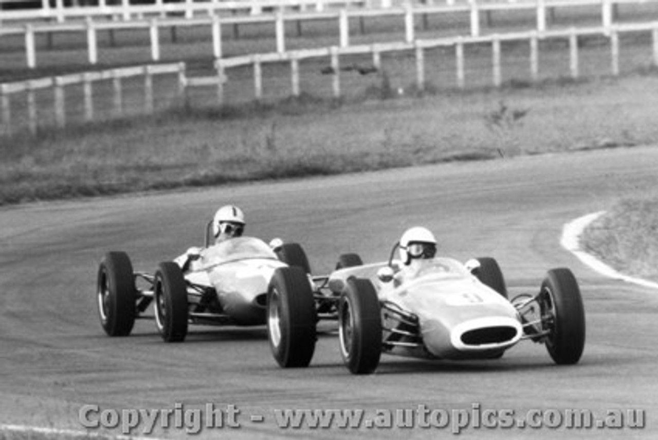 65531 - A. Felton  Brabham Cosworth - P. Williamson Lotus 22 Ford -  Warwick Farm 16th May 1965