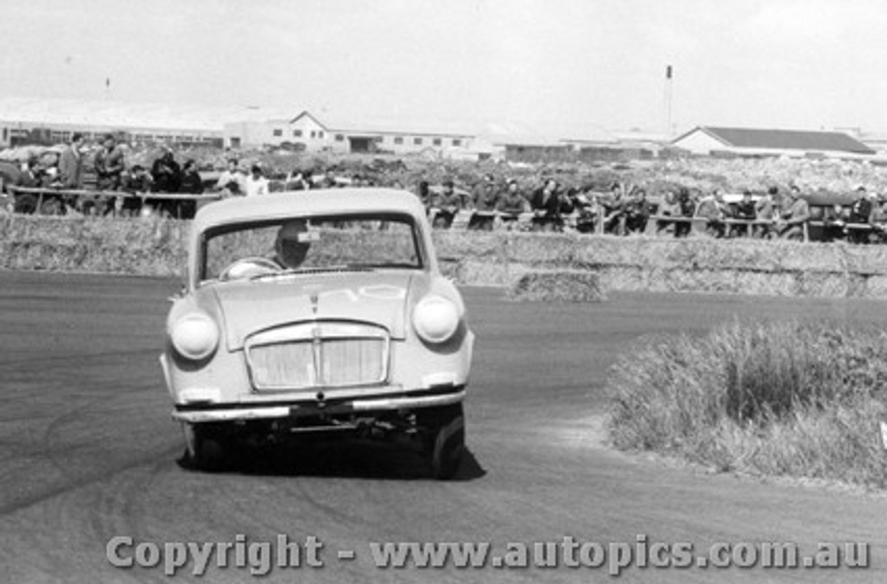58014 -  Hoot Gibson Vanguard Sportsman -  Fishermen s Bend 19th October 1958 - Photographer Peter D Abbs