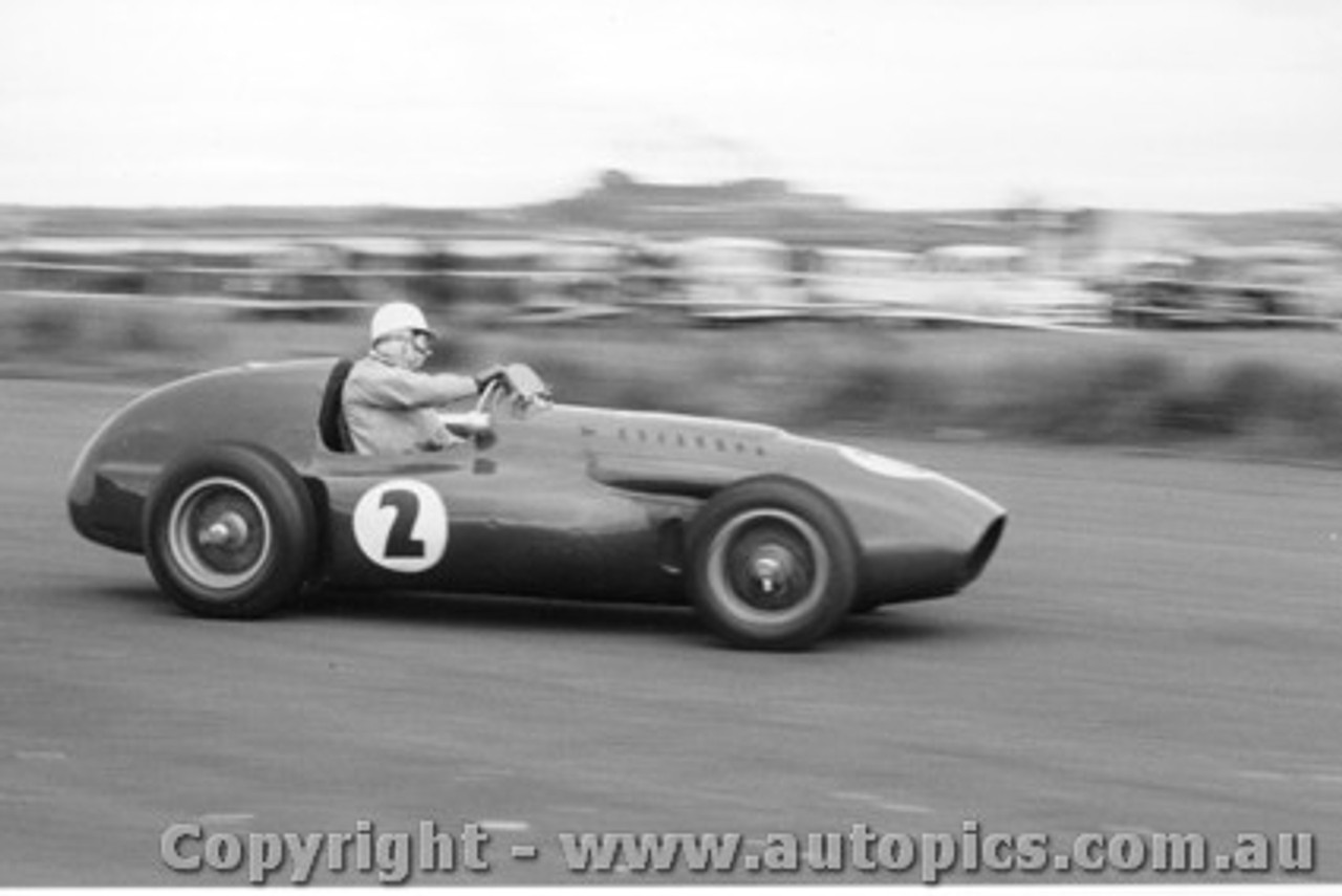 58545 - Arnold Glass - Ferrari -  Fishermen s Bend 22nd February 1958 - Photographer Peter D Abbs