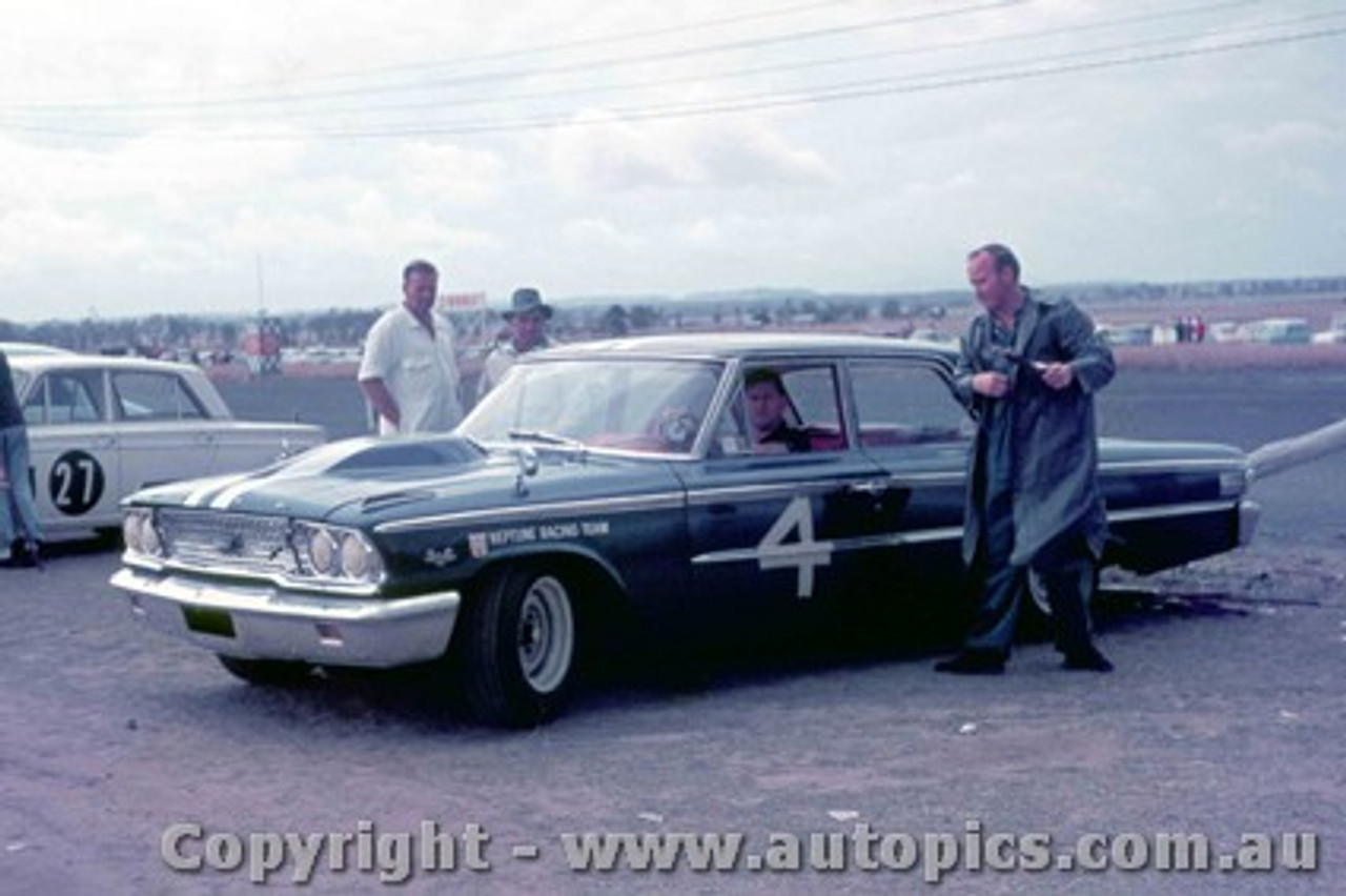 64060 - Norm Beechey - Ford Galaxie - Lakeside 1964 - Photographer Bruce Reedman