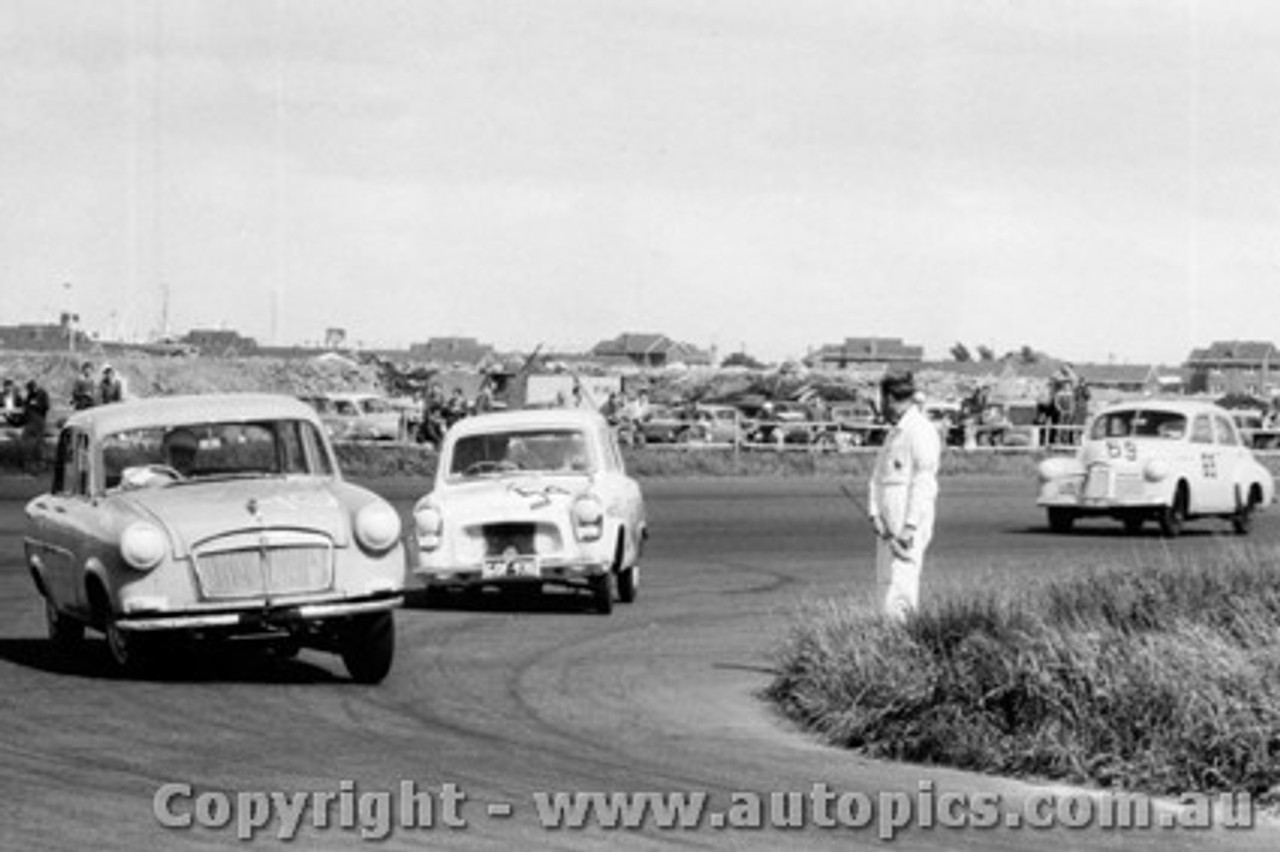 58016 - #70 - Hoot Gibson - Vanguard Sportsman - #54 - N. Nalder - Ford Anglia - #69 - J. Reaburn - FX Holden - Fishermen s Bend - 18th October 1958 - Photographer Peter D Abbs