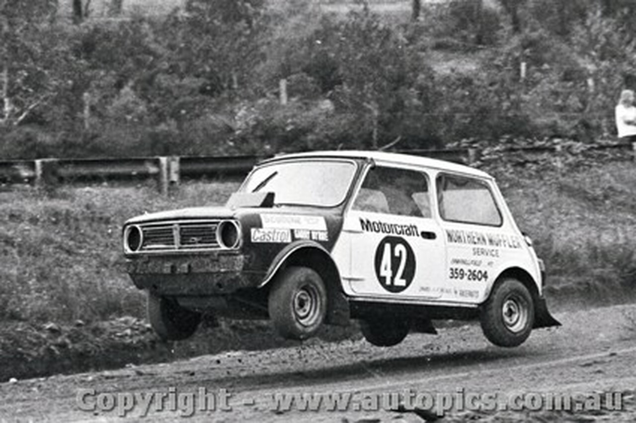 72968 - Garry Byrne - Mini - Catalina Rallycross 27th February 1972 - Catalina Park Katoomba - Photographer Lance J Ruting