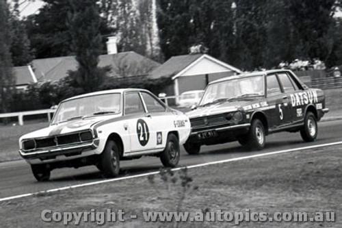 70327 - G. Cooke Mazda Rotary R100  - J. Roxburgh Datsun 1600 - Warwick Farm  1970 - Photographer David Blanch
