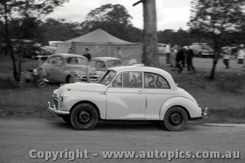 60902 - T. Murphy Morris Minor - Templestowe Hill Climb 25th September 1960 - Photographer Peter D Abbs