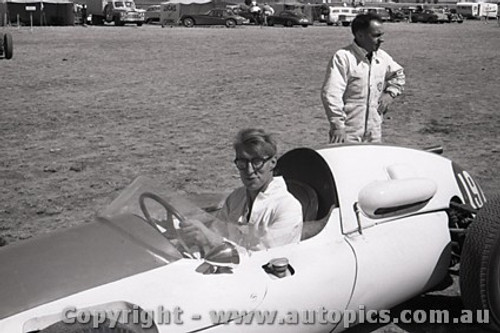 61519 - J. Roxburgh - Cooper Climax - Ballarat Air Strip 1961 - Photographer Peter D Abbs