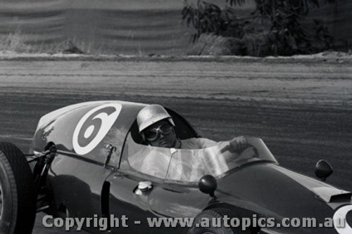 61531 - B. Stillwell  Cooper Climax - Hume Weir - 13th March 1961 - Photographer Peter D Abbs