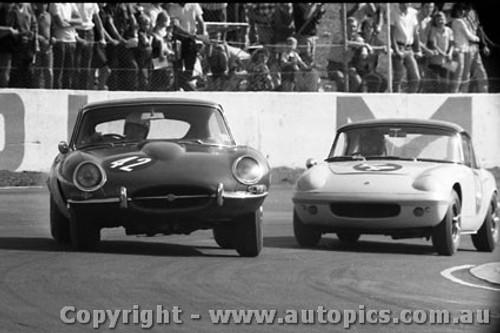 65474 - N. Allen E Type Jaguar & F. Gibson Lotus Elan - Oran Park 1965 -  Photographer  Lance J Ruting
