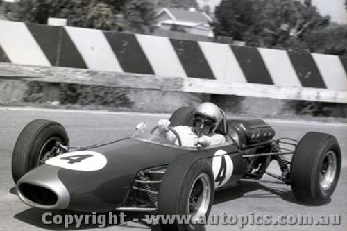 65539 - Jack Brabham - Sandown Tasman Series 1965 - Photographer Peter D Abbs