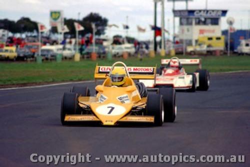 81530 - Clive Mills Hardman Calder 1981- Photographer Peter D Abbs