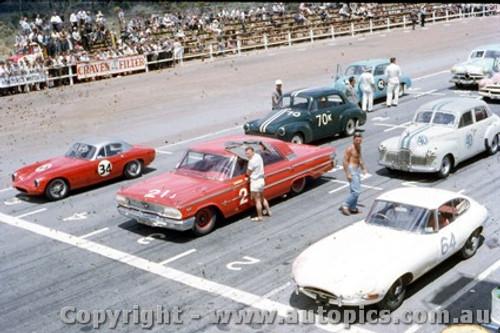 62423 - Tony Osborne  Lotus Elite / L. Davison Ford Galaxie  Caversham  1962 - A lot of mould spots on the photo - Photographer Laurie Johnson