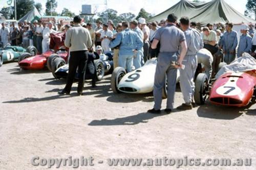 62539 - 7 A. Glass BRM Scarab / 9 B. Paterson / 5 J. Youl / L. Davison  Cooper Climax / 1 J. Brabham  - AGP  Caversham  1962 - Photographer Laurie Johnson