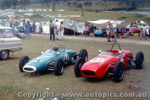 62544 - Frank Gardner s  Brabham & Jack Gates  Lotus 18 - Lakeside 1962 - Photographer Laurie Johnson
