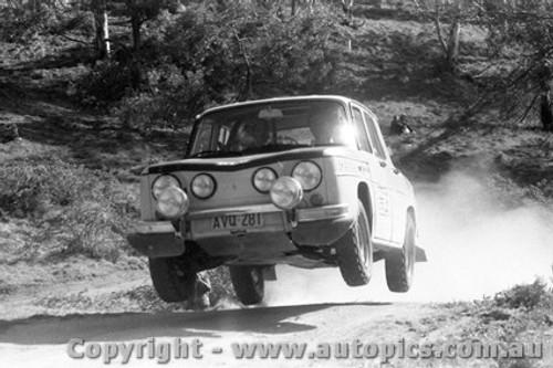 71953 - Bob Watson Renault R8 Gordini  KLG Rally October 1971 - Photographer Lance Ruting