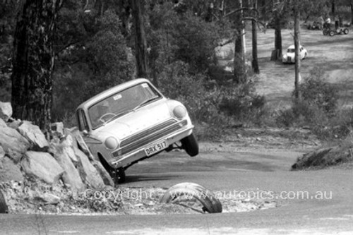 65106 - Cortina GT500 - Amaroo Hillclimb 15th August 1965 - Photographer Lance J Ruting