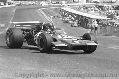 71644 - Malcolm Guthrie, Lola T192 - Sandown 1971Tasman Series - Photographer David Blanch