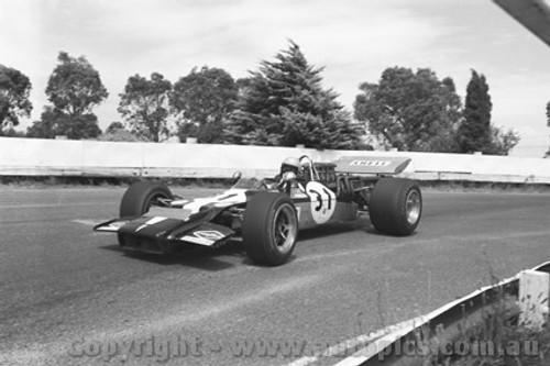 71646 - Frank Gardner, Lola T192 - Sandown 1971Tasman Series - Photographer David Blanch