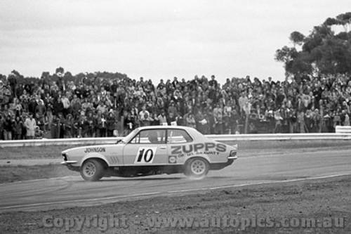 72322 - Dick Johnson, Holden Torana - Calder 1972 - Photographer Peter D'Abbs