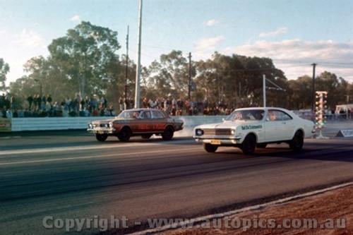 75902 - Falcon V's Holden Castlereagh Drags 1975 - Photographer Jeff Nield
