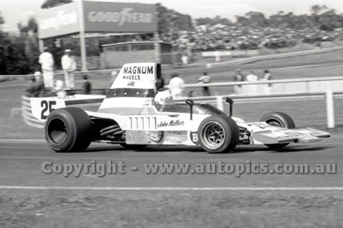 79642 - Johnnie Walker, Lola T332 - Sandown 9th September 1979 - Photographer Darren House