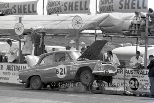 60758 - J. Murray / W. Murison / Curtin  - Simca Aronde    Armstrong 500 Phillip Island 1960 - Photographer Peter D'Abbs