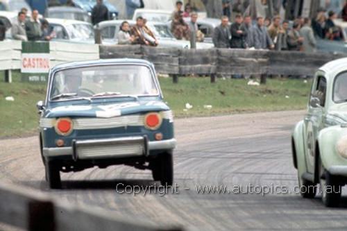 64747  - B. McGrath / D. Burton - Renault R8 & D. Walker / B. Milton Volkswagen 1200 -  Bathurst 1964 - Photographer Richard Austin