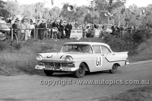 61009 - W. Gillett, Ford Fairlane - Templestowe 1961 - Photographer Peter D'Abbs