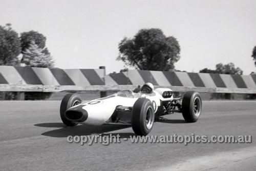 65552 - Bruce McLaren, Cooper - Sandown Tasman Series   21st February 1965  - Photographer Peter D'Abbs