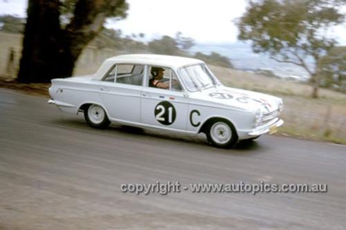 63713 - Leo & Ian (Pete) Geoghegan, Ford Cortina GT - Armstrong 500 Bathurst 1963 - Photographer Ian Thorn