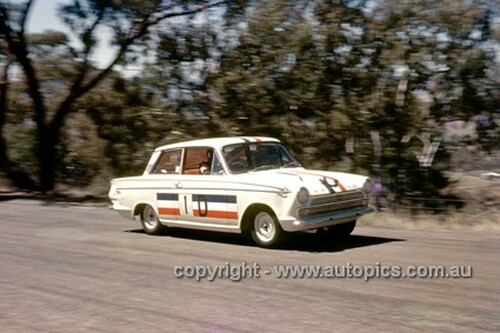 65781 - Leo & Ian (Pete) Geoghegan Ford Cortina GT500 - Armstrong 500 Bathurst 1965 - Photographer Ian Thorn