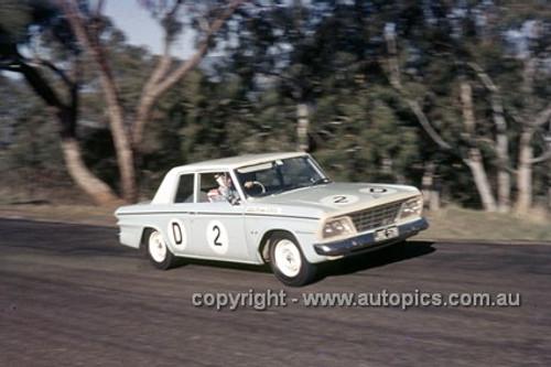 65782 - Fred Sutherland & Allan Mottram, Studebaker Lark - Armstrong 500 Bathurst 1965 - Photographer Ian Thorn