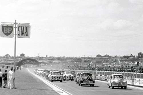 62114 - Bob Jane, Holden FX & Norm Beechey Holden FX - Sandown 1962 - Photographer Peter D'Abbs