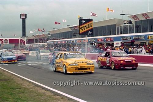 92700a - Start of the Bathurst 1000 - 1992 - Photographer Lance J Ruting.