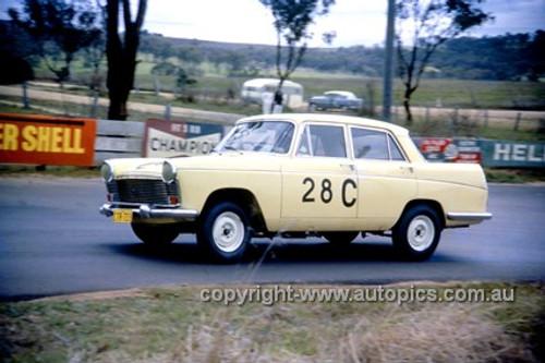 620006 - C. Smith & B. Maher, Austin Freeway - Bathurst Six Hour Classic - 30th September 1962 - Photographer Bruce Wells.