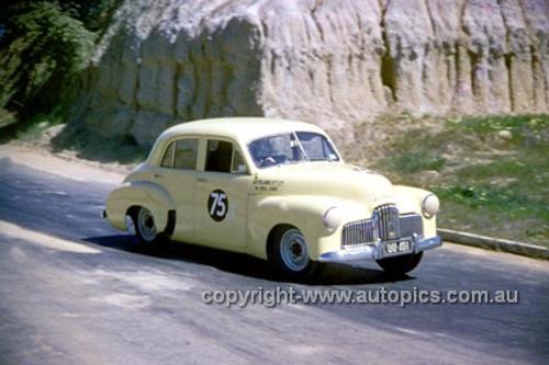 620013 - Bill Jane, Holden FX - Hume Weir 23rd September 1962 - Photographer Bruce Wells.