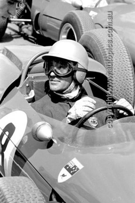 650471 - Lex Davison, Brabham BT4 Climax - Warwick 1965 - Photographer Bruce Wells