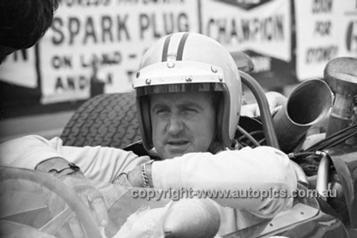 670003 -  Denny Hulme, Brabham BT22 Repco V8 - 1967 AGP, Warwick Farm Tasman Series - Photographer Bruce Wells