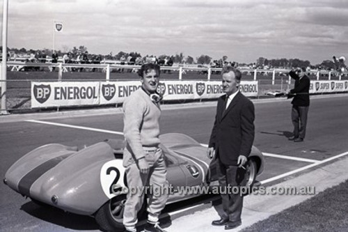 62433 - Chris Amon, Lola - Sandown 1962 - Photographer Peter D'Abbs